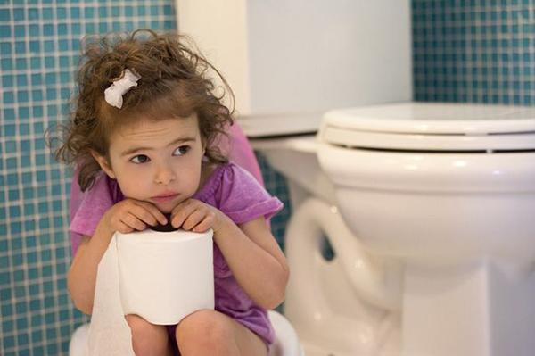 Táo bón ở trẻ nhỏ nguy hiểm hơn những gì bạn nghĩ